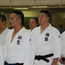 開会式に整列する檜山会員(中央)と園田会員(左)