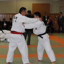 園田会員(左)の試合風景