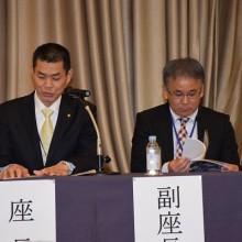 河野会員を紹介する吉村学術部長(左)