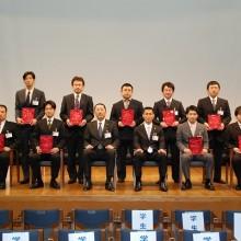 松岡学会長・吉村実行委員長と発表者達