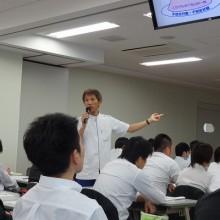 講義を行う曲渕先生