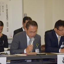 事業報告する塩川副会長
