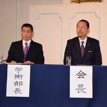 松岡会長(右)と吉村学術部長(左)