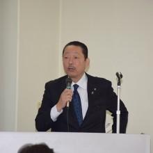 講義をする松岡保会長
