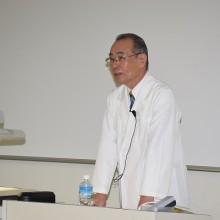 基本技術講習の講義をする西島稔了教員