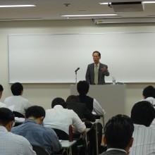講師の元福岡県保健福祉部 保険指導課長 桃田健志先生 講演風景