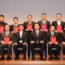 松岡学会長・吉村実行委員長と発表者