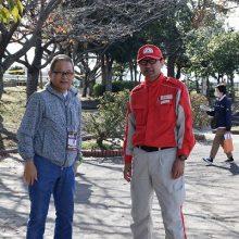 日本赤十字社の方と打ち合わせする塩川副会長