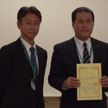 受講者代表して終了証書授与された勢木博之会員