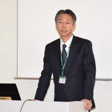 開講式で挨拶する副校長の藤瀬正先生